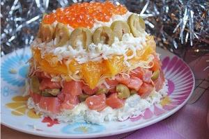 Салат с малосольной рыбой и апельсином фото