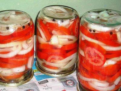 Отличная закуска из помидоров с луком к шашлыку.