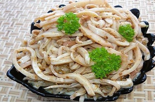 Любителям острых закусок предлагаю приготовить вот такой вкусный салат «хе из кальмаров»