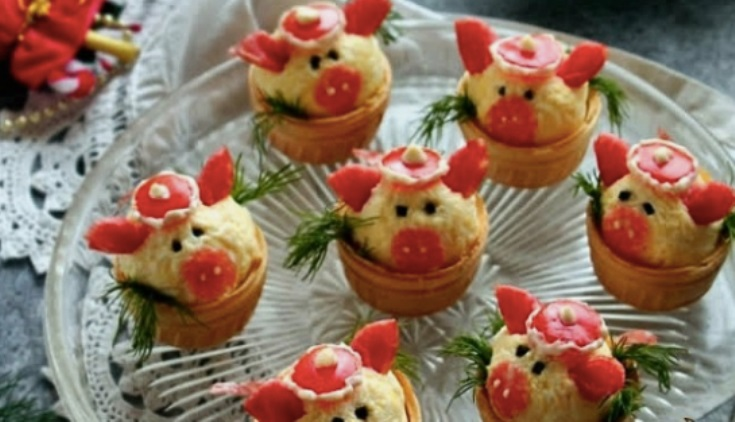 "Новогодняя закуска в тарталетках ""Свинки"""