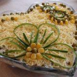 Салатик с курицей грибами и сыром - просто и вкусно!