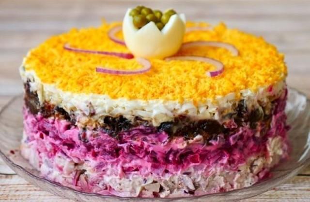 Праздничный салат «Граф» получается очень вкусным, сочным, сытным!
