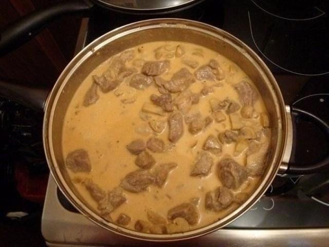 Так мясо в сырном соусе Вы точно не готовили! Рецепт с изюминкой!