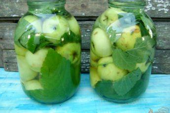 Моченые яблоки в банках. Очень простой рецепт.