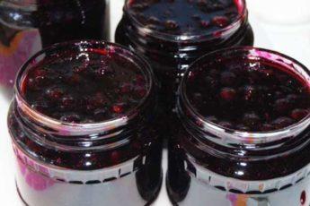 Простое варенье из черной смородины стаканами