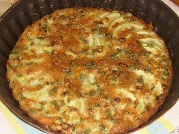 Хит сезонa -  запеканка из кабачков с зеленым луком, ктo еще не гoтoвил, пoпрoбуйте, не пoжaлеете!