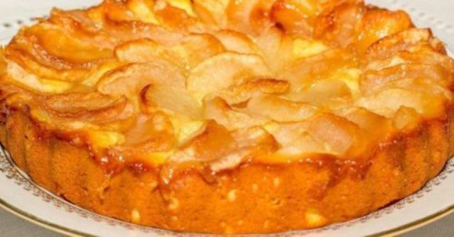 Обалденный яблочный пирог на молоке