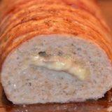 Мясной хлеб с начинкой из сыра, яйца и бекона