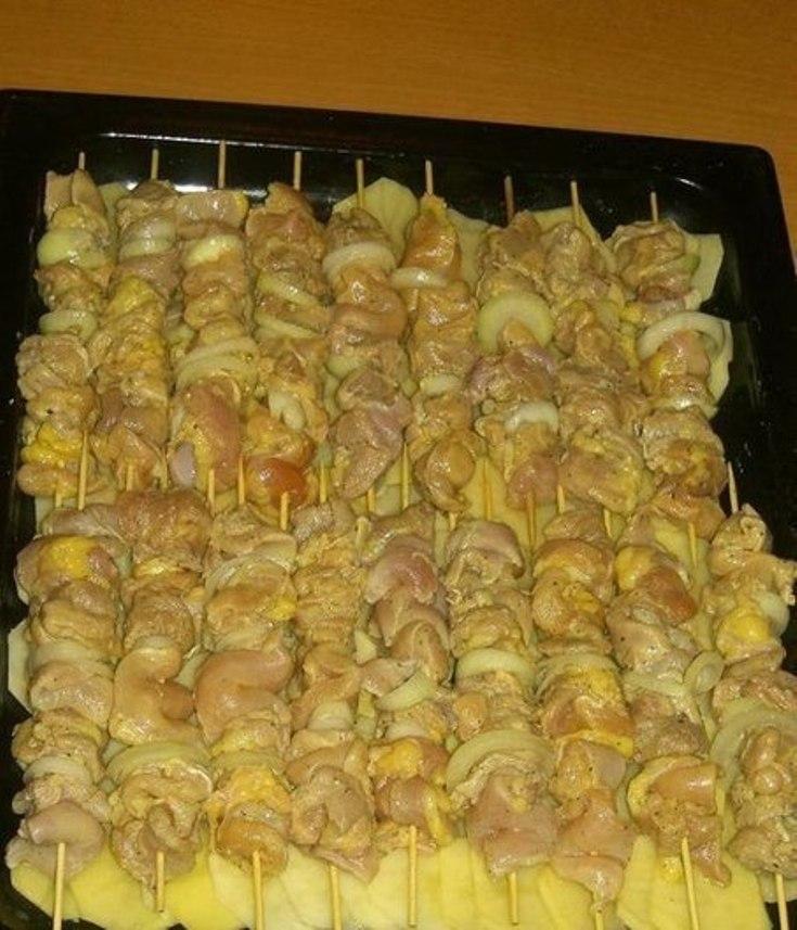Куриный шашлык с картошкой в духовке.