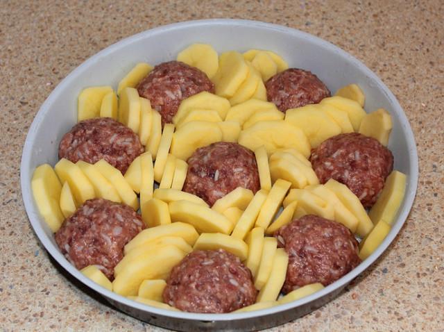 Как накормить всю свою семью с помощью 200 грамм фарша: вкусный бюджетный ужин! Попробуйте - обалденно вкусно.