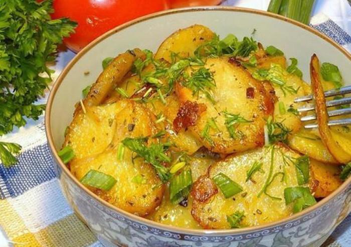 Картофель тушёный с луком по узбекски