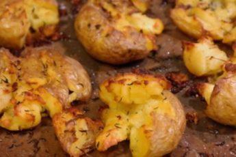Мятый запеченный картофель