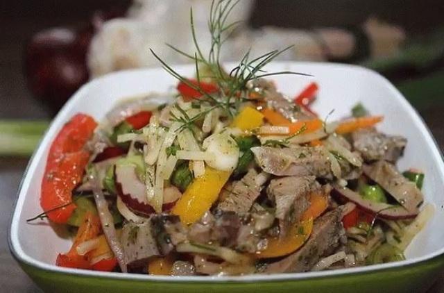 Подборка из 10 Мясных салатов.