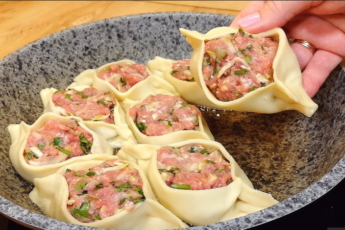 Изумительное горячее блюдо на сковороде