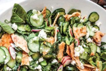 Летний Фаттуш. Рецепт овощного салата с лавашом и сыром