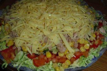 Этот вкусненький салатик Легкий полюбился нам. Звезда стола.