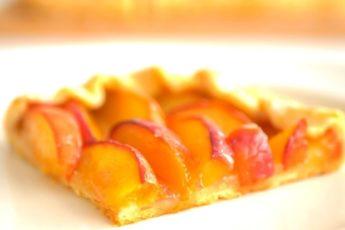 Пирог с нектаринами. Хрустящее нежное песочное тесто и много начинки.