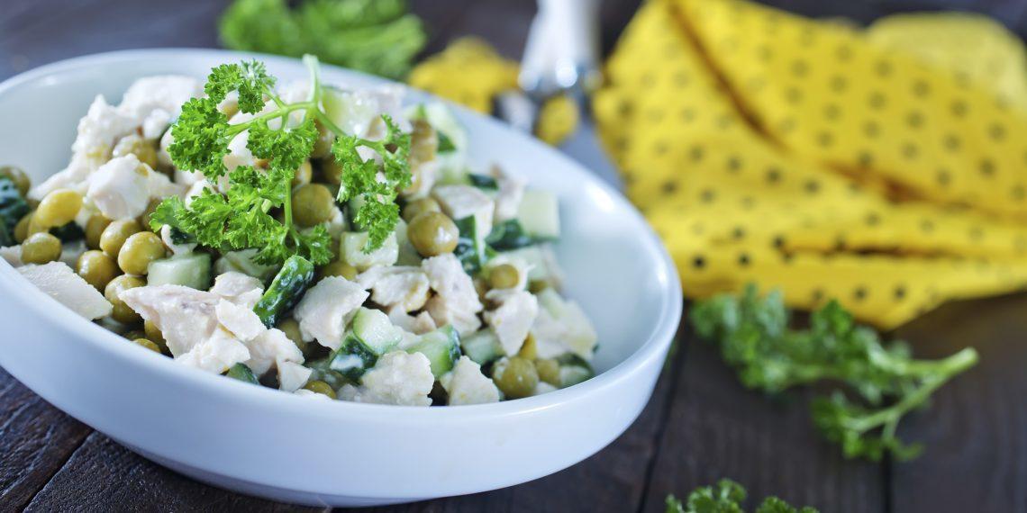 10-sytnyh-salatov-s-kuricej-ot-kotoryh-vy-budete-v-vostorge_1576278823-1140x570-1