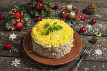 Идеальный Новогодний салат с ананасами и курицей