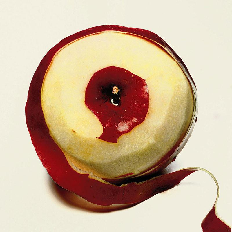 irving-penn-peeled-apple