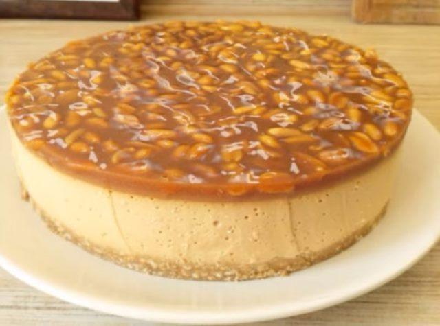 karamelinii-tort-bez-vipeciki