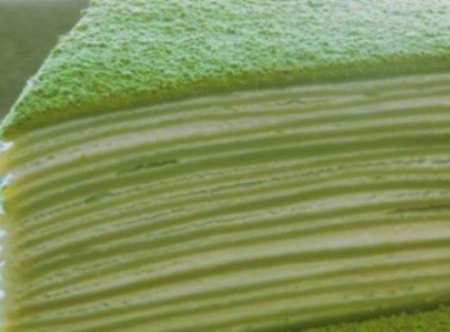obaldennyj-yaponskij-blinnyj-tort-s-kremom-1