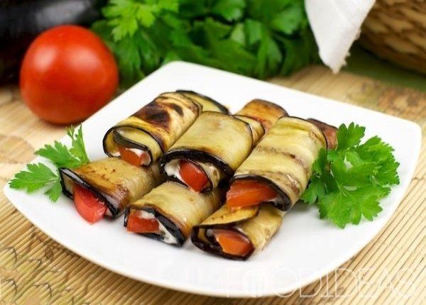 resized-ruleti-iz-baklazan-s-pomidorami