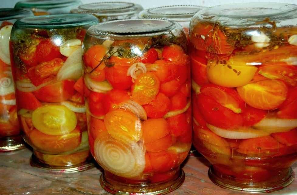 sladkie-pomidory-na-zimu-s-medom-vkusnye-zagotovki-s-chesnokom-bazilikom-myatoj