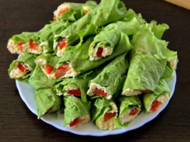 velikolepnye-ruletiki-iz-zelenogo-salata-palochka-vyruchalochka-dlya-lyuboj-hozyajki-1
