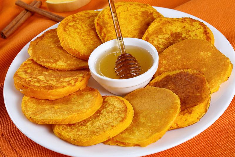 pumpkin-pancakes-with-honey-on-platter-close-up