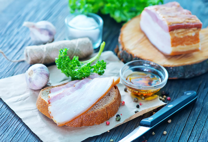 smoked-lard-with-bread