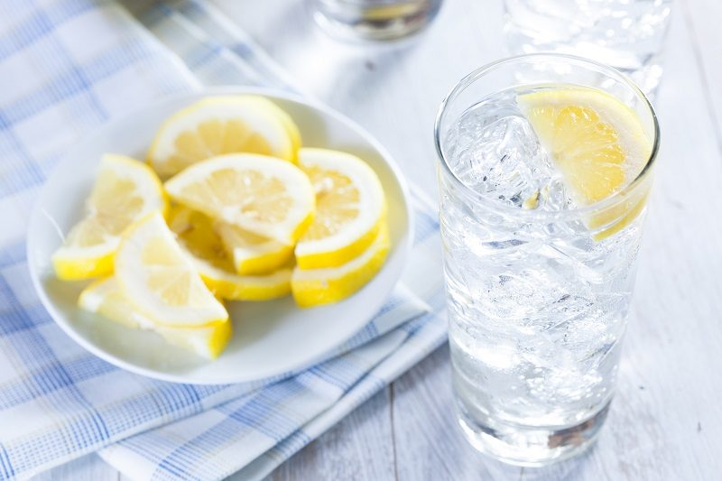 refreshing-ice-cold-water-with-lemon