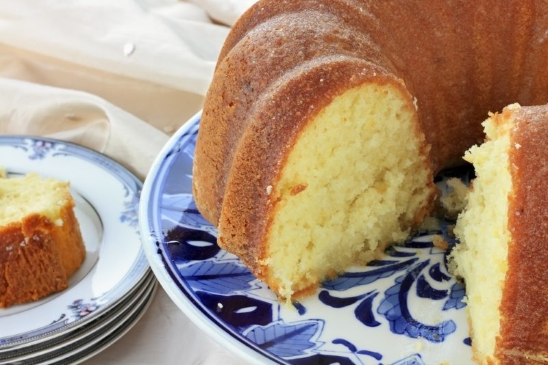 lemon-bundt-cake-with-shallow-depth-of-field