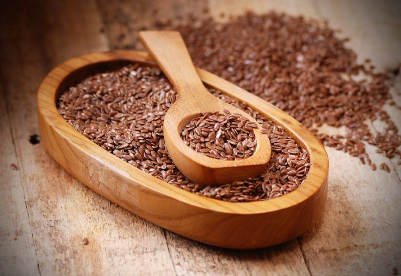 flax-seeds-in-spoon