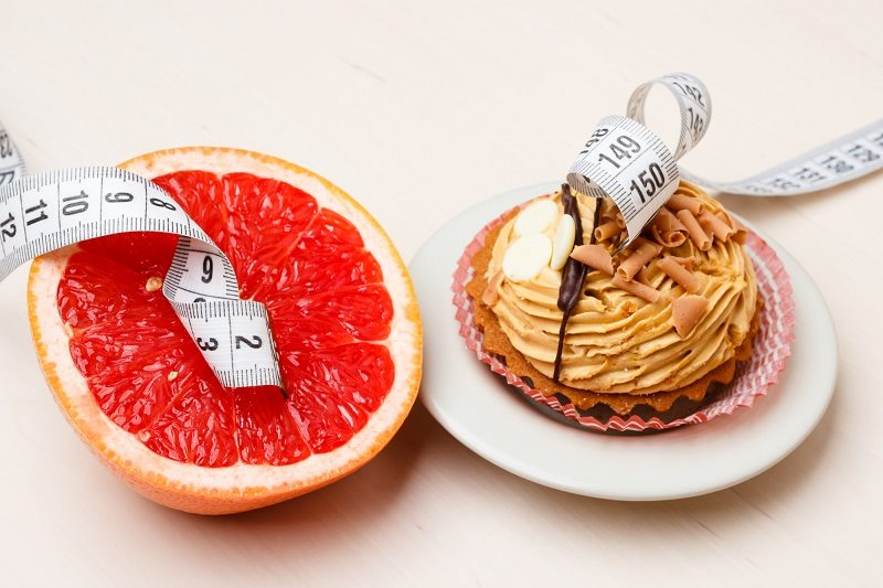 grapefruit-and-cake-with-measuring-tape-diet