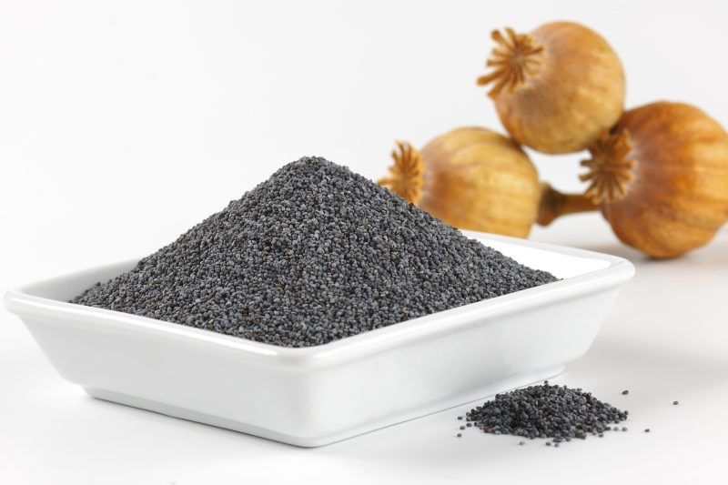 bowl-of-whole-poppy-seeds-and-three-dried-seed-heads