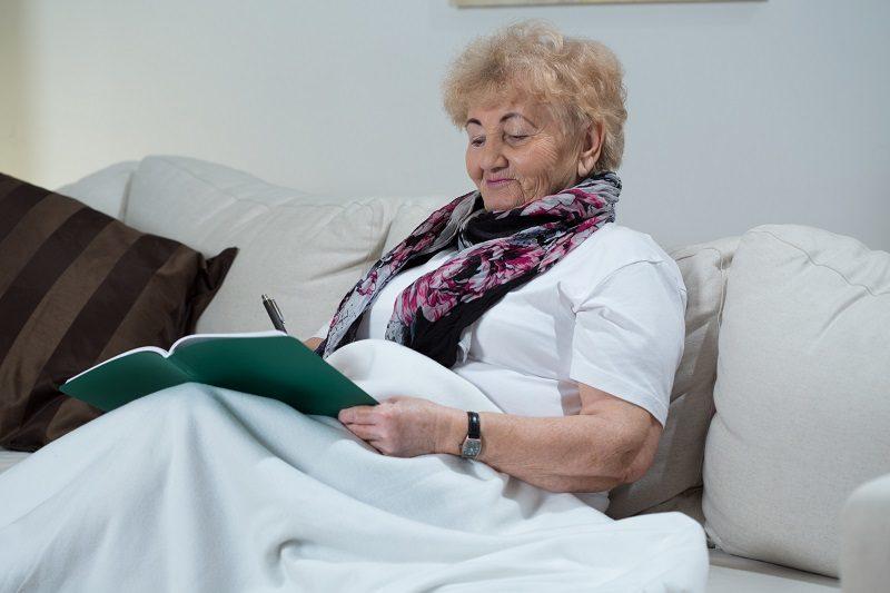 woman-doing-crossword-puzzle