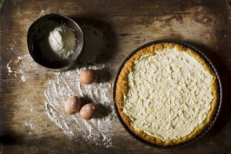cheesecake-on-a-wooden-background