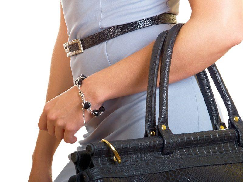 bag-on-a-female-hand