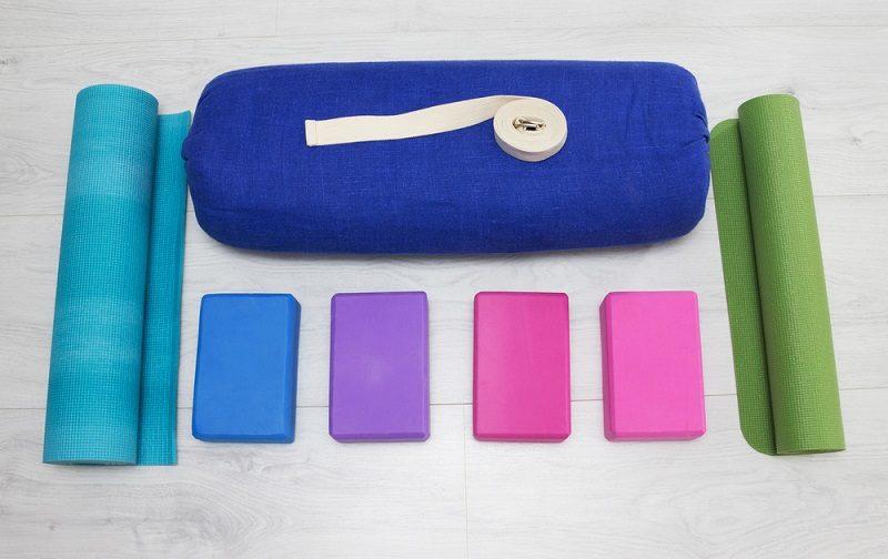 iyengar-yoga-props-blocks-strap-roller-and-carpet