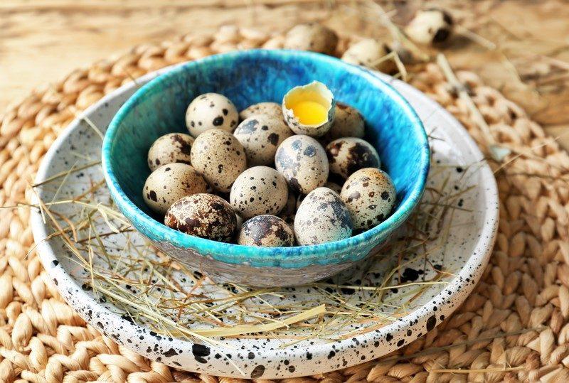 raw-quail-eggs-in-bowl-on-wicker-mat-2