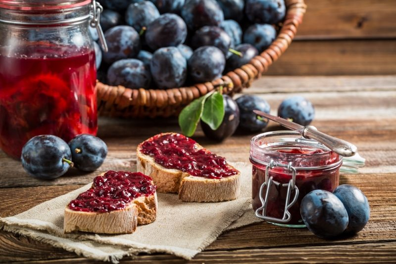 sandwich-with-fresh-plum-jam-2