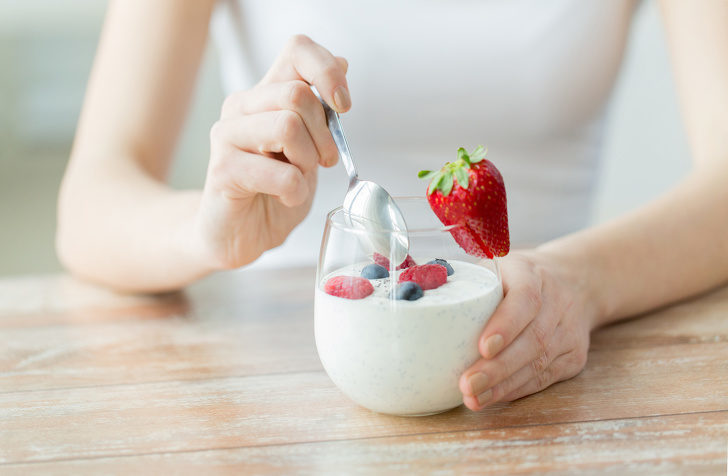 close-up-of-woman-hands-with-yogurt-and-berries
