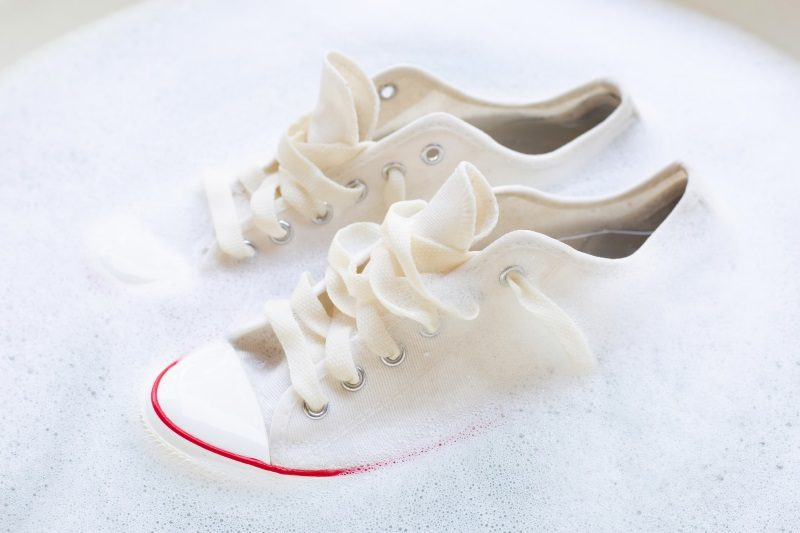 soak-shoes-before-washing-cleaning-dirty-sneakers