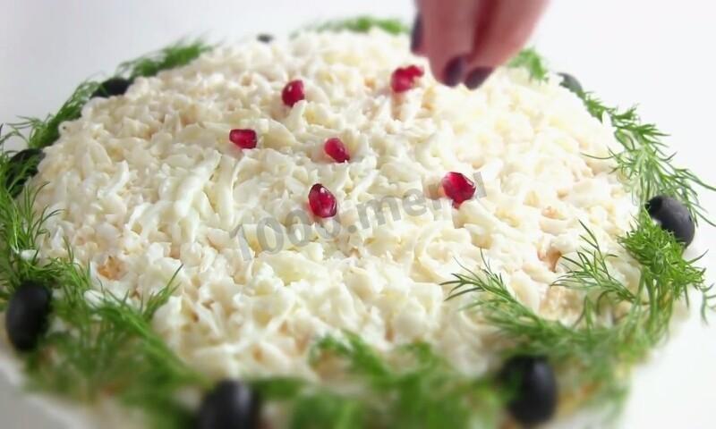 sloenyi-salat-iz-otvarnoi-govyadiny-s-gribami-zimnyaya-skazka_1482008271_fe_11_max
