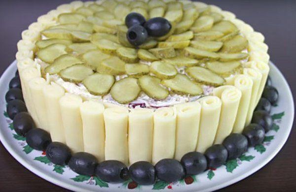vkusnye-sloenye-salaty-na-prazdnichnyj-stol-2c20a4d