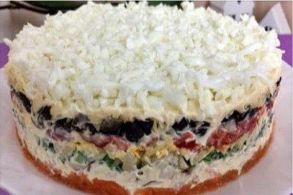 vkusnye-sloenye-salaty-na-prazdnichnyj-stol-94250b1