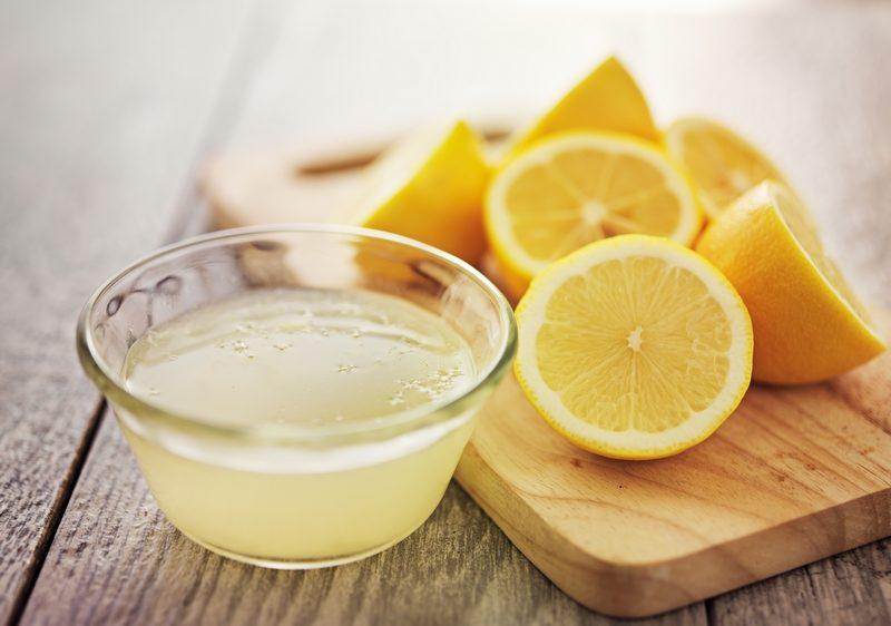 freshly-squeezed-lemon-juice-in-small-bowl