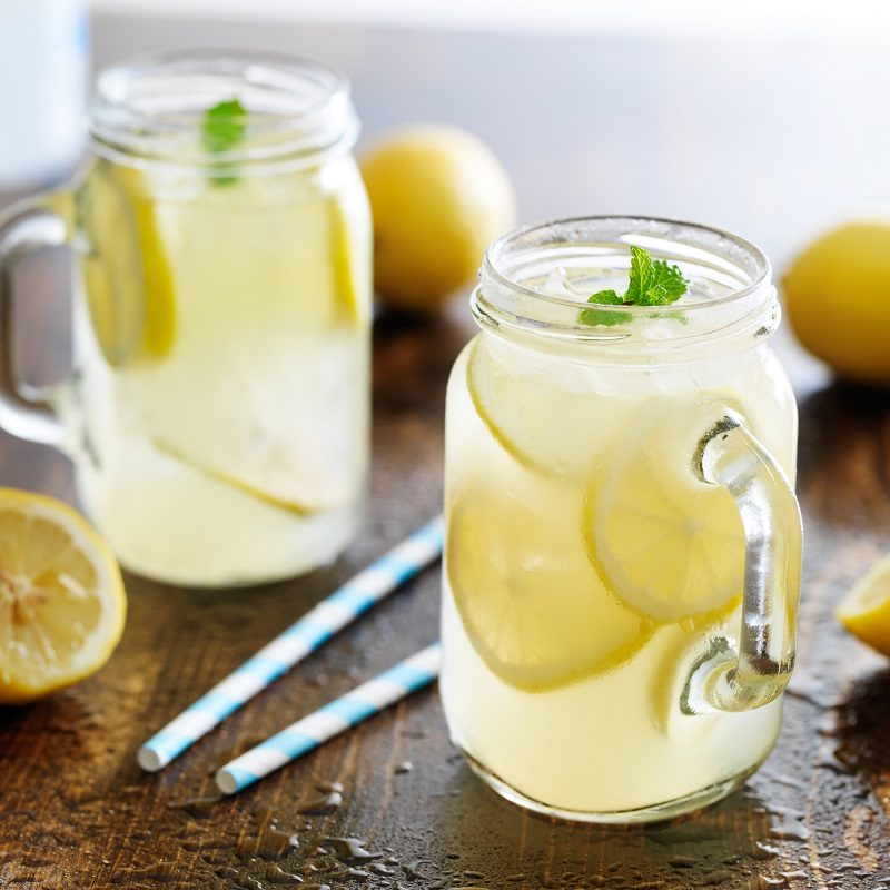 lemonade-in-jar-with-ice-and-mint