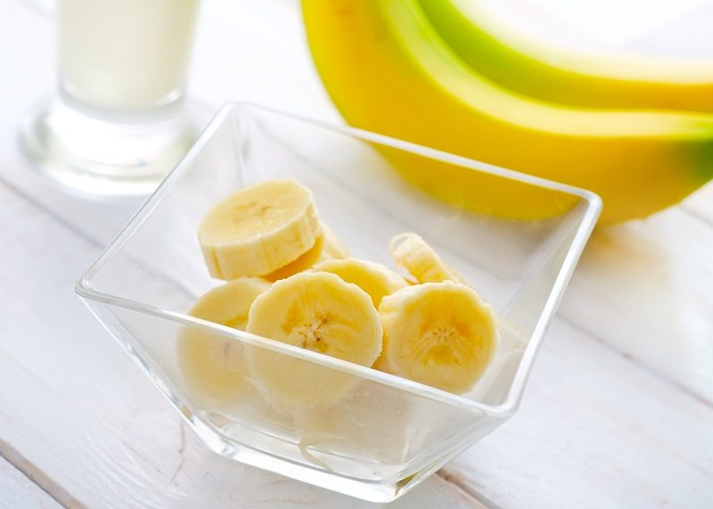fresh-banana-in-the-glass-bowl-banana-and-milk